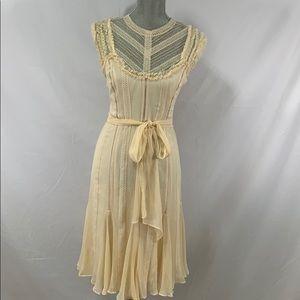 Gorgeous BCBGMaxazria lined 💯% silk lace dress